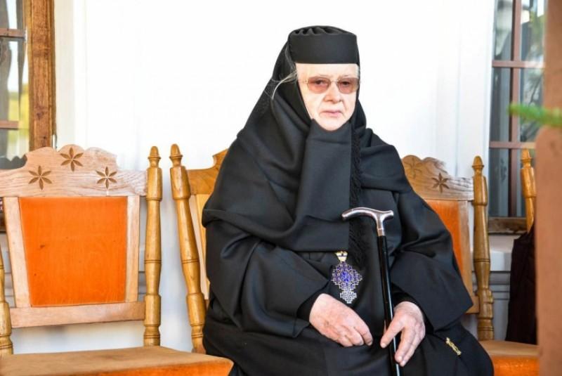 Maica Teofana Scântei - 50 de ani de stăreţie la Mănăstirea Vorona!