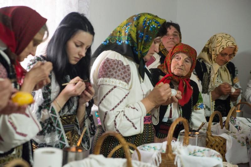 MÂINE, la Rogojeşti: Deschiderea oficială a Festivalului - Concurs de Ouă Încondeiate, ediţia a III-a