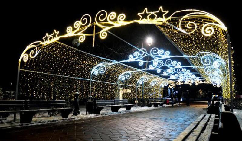 În această seară se deschide iluminatul festiv de sărbători: Magia Sărbătorilor cuprinde Botoșanii