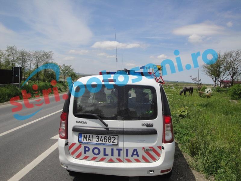 Mamă şi fiică încătuşate pe un drum din judeţul Botoşani! Au agresat un poliţist care a vrut să amendeze un şofer vitezoman!