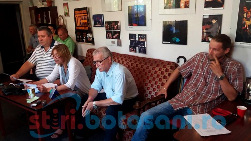 """Managerul Teatrului """"Vasilache"""" a suspendat activitatea instituţiei şi contractele a şase angajaţi!"""