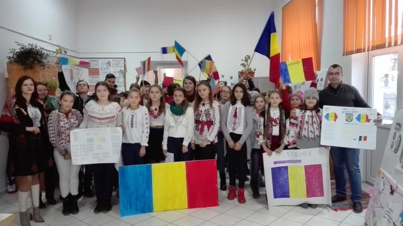 Marea Unire, sărbătorită la Şcolile Rediu şi Rădăuţi-Prut! FOTO
