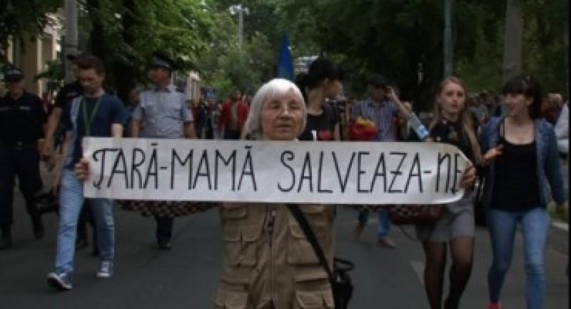 """Marșul Unirii la Botoșani: """"Haideți să le transmitem românilor de pe malul stâng al Prutului că nu sunt singuri în lupta lor dreaptă de a se întoarce acasă"""""""