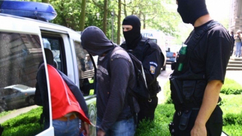 Mascatii au descins in camerele studentilor din Iasi: Au fost confiscate 150.000 de cartele telefonice si 130 de telefoane mobile