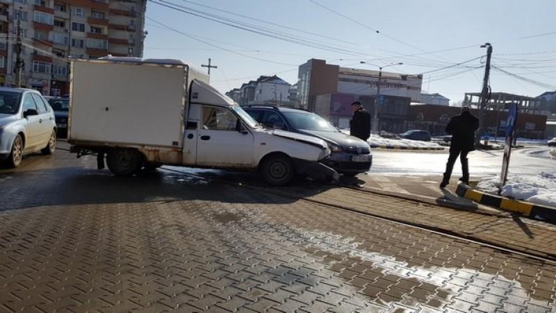 Maşină a Spitalului Judeţean Mavromati, implicată într-un accident rutier-FOTO