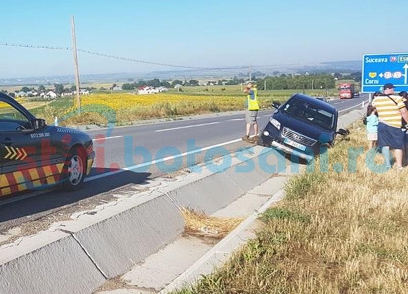 Maşină ajunsă în şanţ pe drumul Botoşani-Suceava după ce şoferul a adormit la volan! FOTO