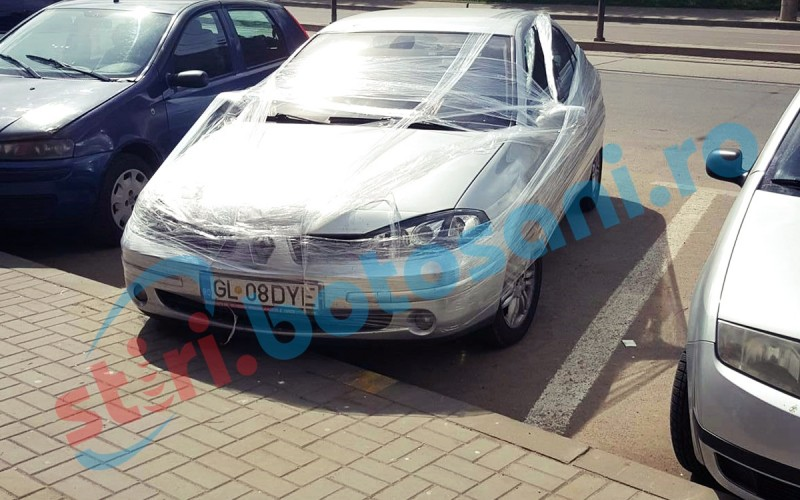 Masina care a iesit in evidenta pe o strada din municipiul Botosani! FOTO