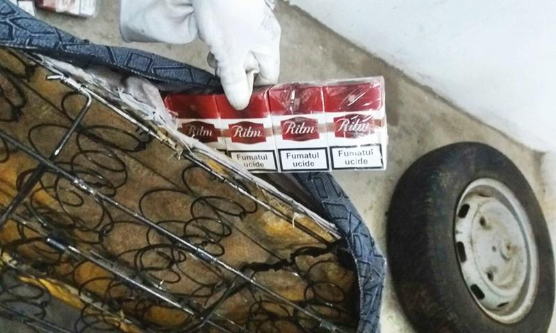 Mașină confiscată în Vama Stânca! Țigări de contrabandă ascunse în banchetă! FOTO