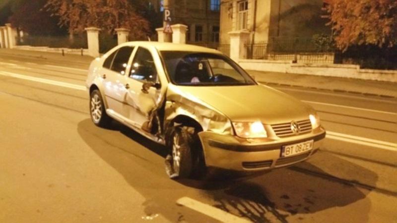 Maşină din Botoşani avariată după un carambol pe o stradă din Iaşi! FOTO