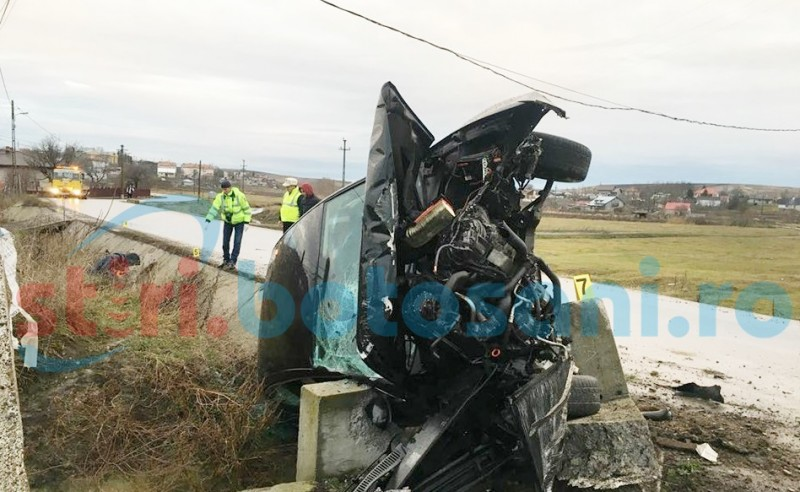 Maşină făcută praf pe un drum din judeţ! Şoferul a ajuns la spital! FOTO
