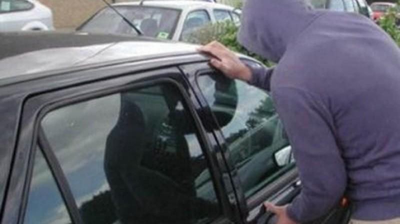 Mașină furată din Dorohoi, găsită în parcarea unui hypermarket din Suceava!