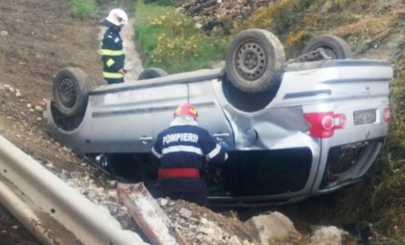 Mașină răsturnată într-o localitate din județ