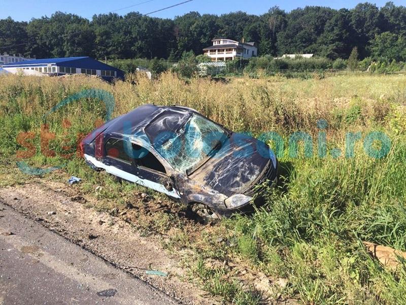 Maşină răsturnată la Lebăda după o depăşire neinspirată! FOTO