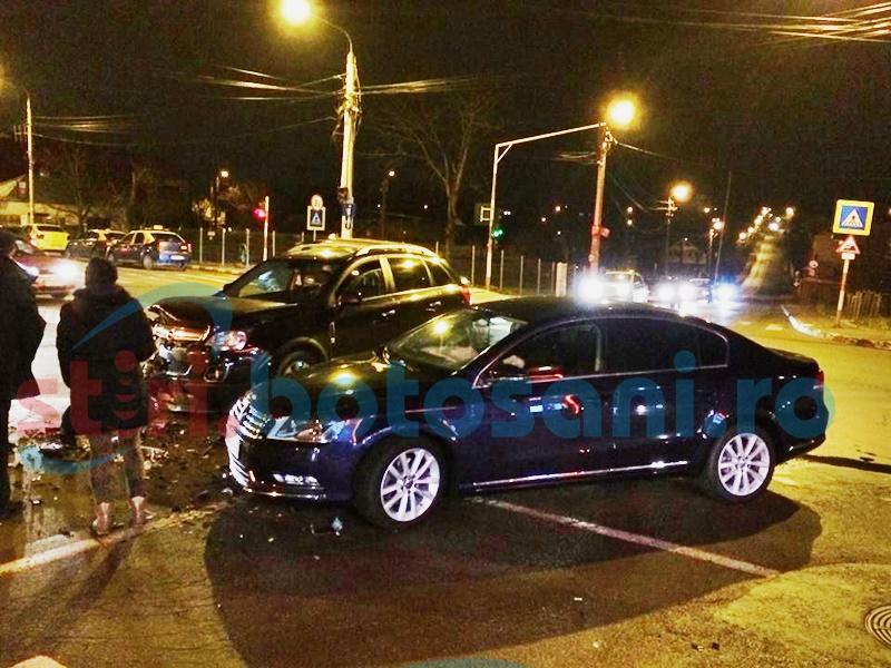 Mașini distruse într-o intersecție din Botoșani de un șofer băut! FOTO