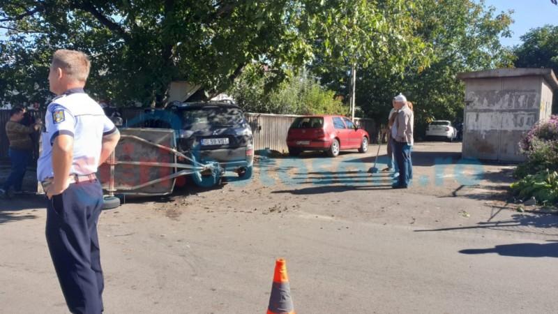 Mașini făcute zob din cauza unui șofer euforic. Amendă și permis suspendat trei luni pentru vinovat