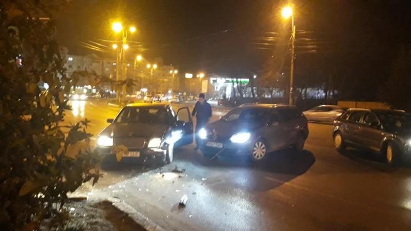 Mașini grav avariate, după o neacordare de prioritate
