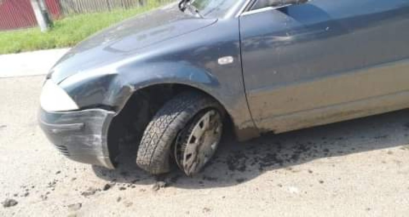 Mașini sever avariate, din cauza unei neacordări de prioritate