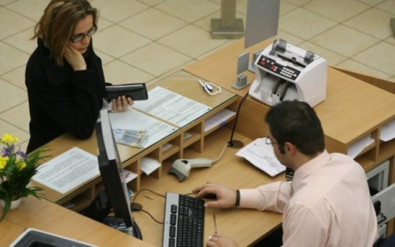 Mediator bancar, pentru botoşănenii ce au credite cu dobândă variabilă: Mergeţi şi negociaţi cu băncile
