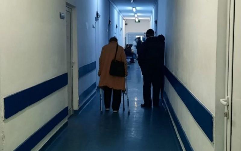 Medic reţinut, după ce a sechestrat şi agresat în cabinet două persoane pentru că nu s-au înţeles asupra onorariului