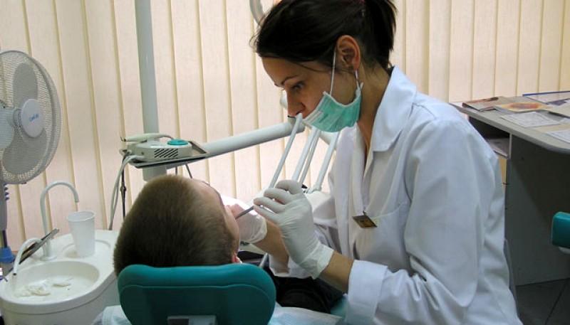 Medicii stomatologi au lansat o nouă campanie: Ajută un doctor să continue lupta în siguranță