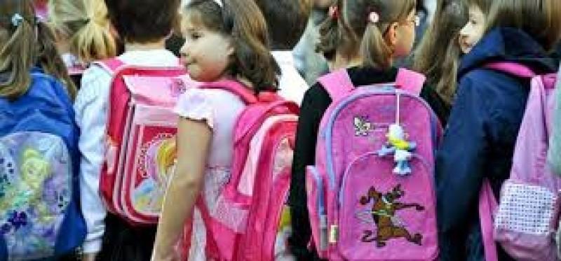 MEN: Peste 300 de mii de elevi ai claselor II - VIII vor primi ghiozdane!