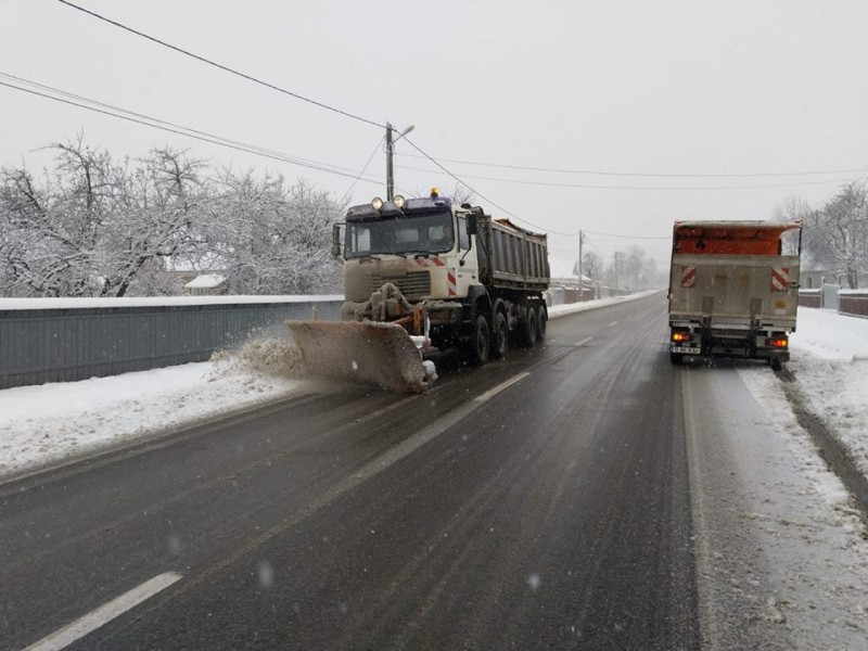 Meteorologii anunță ninsori pe arii extinse în Moldova. Cum se circulă pe drumurile naționale