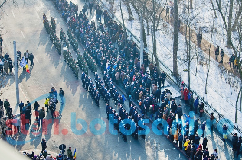 Mica Unire, la Botoșani: Sute de botoșăneni prinși în horă și aplauze pentru Detașamentul de Onoare - FOTO, VIDEO
