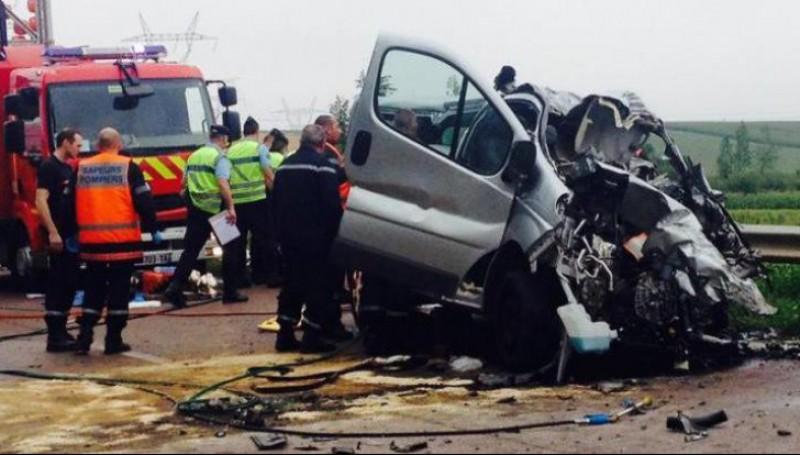 Microbuz cu români implicat într-un cumplit accident în Belgia. O persoană a murit