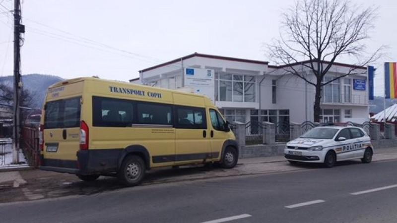 Microbuze şcolare umplute peste limita admisă! Poliţiştii au aplicat amenzi