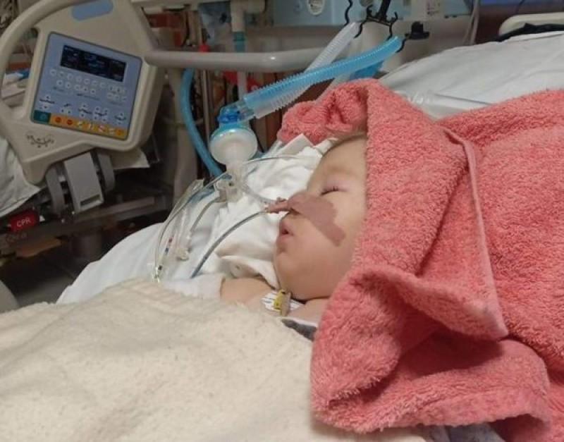 Micuța Larisa, fetița jandarmeriței ucise pe o trecere de pietoni, a contactat o infecție intraspitalicească într-un spital din București!