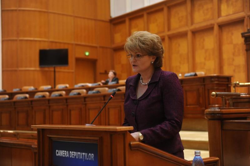 """Mihaela Huncă: """"Obiectivele pe care le susțin pentru educație sunt asigurarea unui învățământ de calitate pentru tinerii noștrii și salarii decente pentru dascăli"""""""