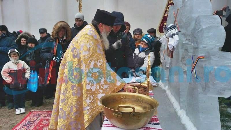 Mii de botoșăneni au luat Agheasmă Mare de la biserici, de Bobotează - FOTO, VIDEO