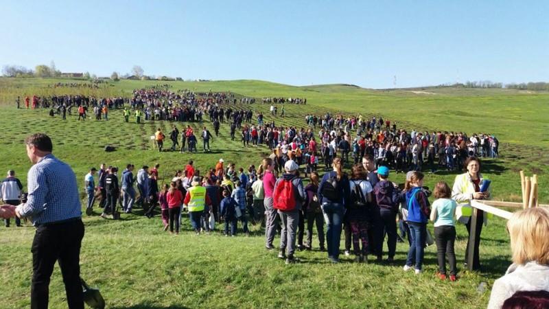 Peste 1000 de oameni pe dealul Polonic, la Dorohoi! FOTO