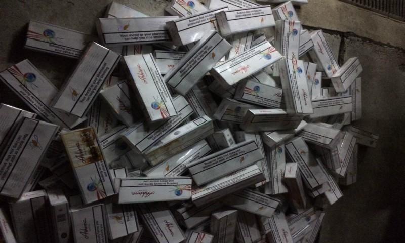 Mii de țigarete de contrabandă depistate de polițiștii de frontieră la Stânca! FOTO