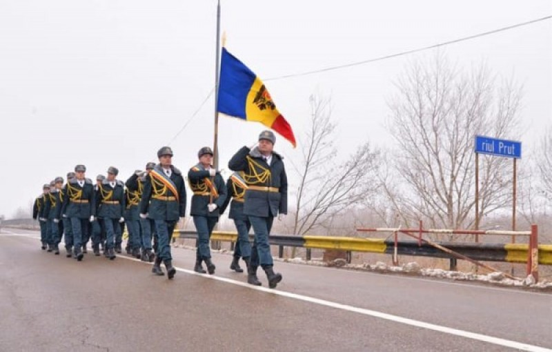 Militarii basarabeni au trecut Prutul pe jos. Ei vor participa la parada de Ziua Națională a României