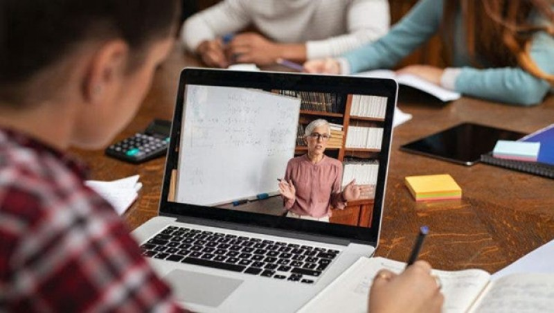 Ministerul Educației a introdus declarația pe propria răspundere pentru școala online. Elevii încep să protesteze