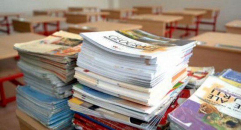Ministerul Educaţiei a lansat licitaţia pentru manualele de clasa a VIII-a pentru următorul an şcolar