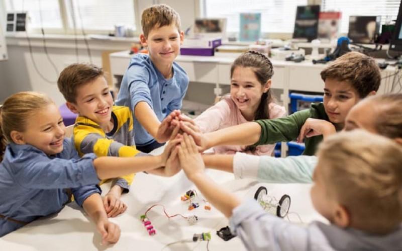 Ministerul Educaţiei va putea să emită tichete valorice pentru plata serviciilor after-school
