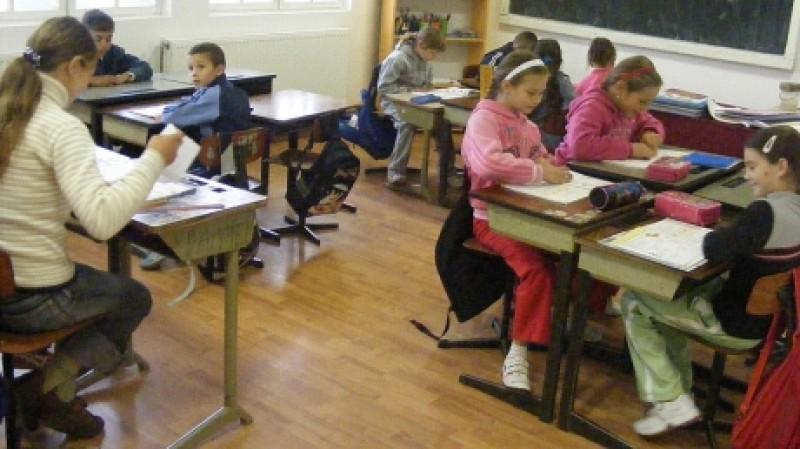 """Ministerul Educaţiei vrea săli de """"reflecţie"""" în şcoli. Cum comentaţi?"""