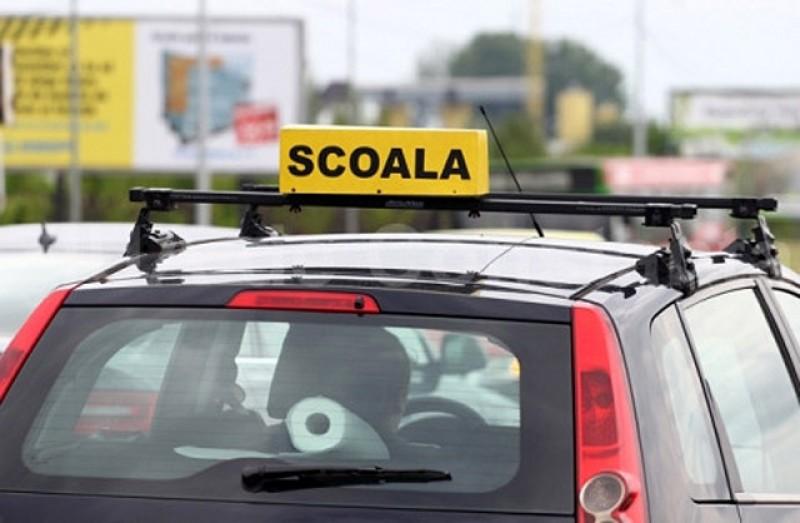 Ministerul Transporturilor renunță la autorizarea școlilor de șoferi pe baza unui procent minim de promovabilitate