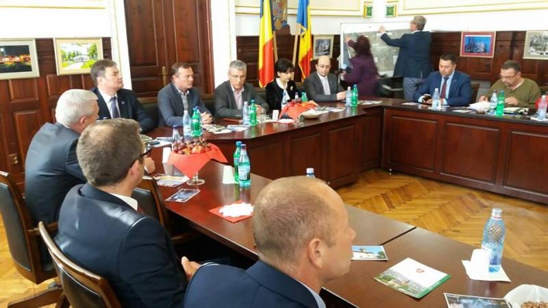 """Ministrul Apelor şi Pădurilor, Ioan Deneş, prezent vineri la Dorohoi: """"Vom face o analiză foarte aplicată și pragmatică pe obiecte de investiții"""" FOTO"""