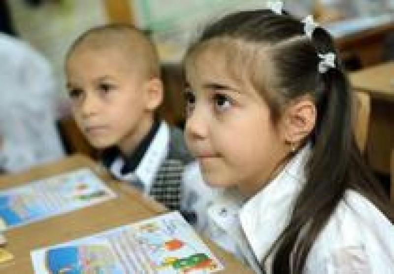 """Ministrul Educaţiei, despre temele pentru acasă ale elevilor: """"Adulţii nu ar face faţă stresului la care sunt supuşi cei mici"""""""
