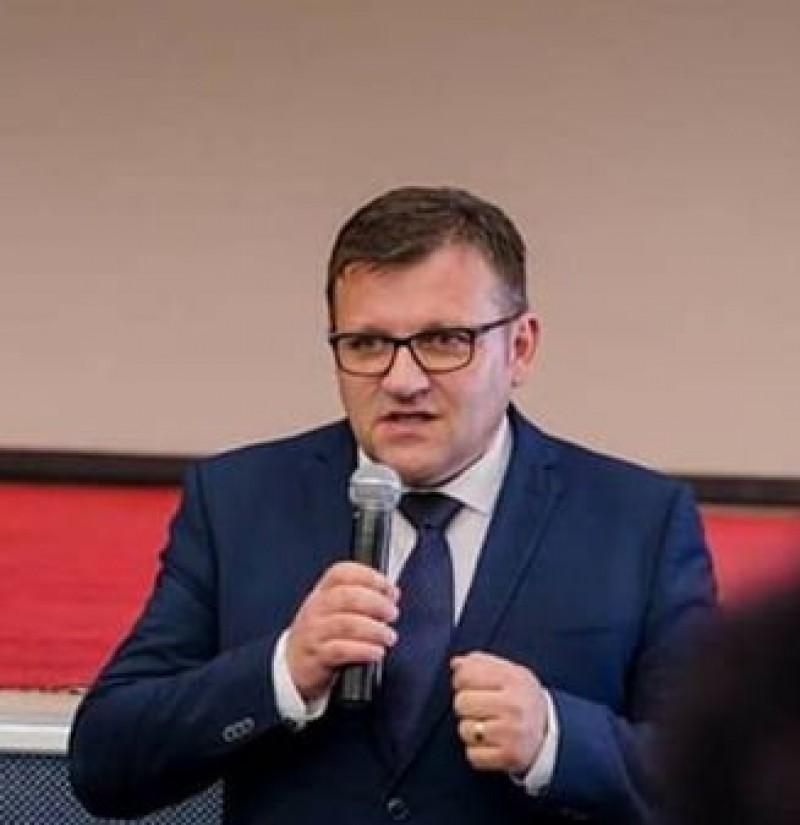 Ministrul Muncii, Marius Budăi, a rămas fără permis după ce a fost prins conducând cu viteză