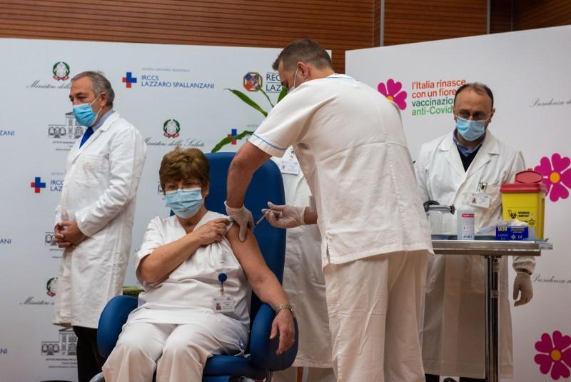 Ministrul Sănătății nu exclude varianta ca vaccinarea să fie obligatorie pentru anumite categorii profesionale