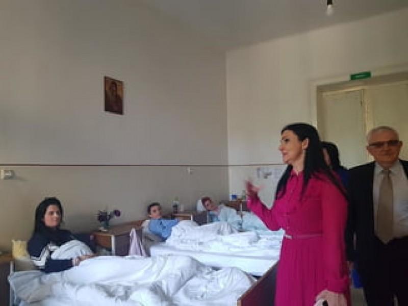 """Ministrul Sănătății spune că e """"în regulă"""" ca asigurații să aștepte 3 luni pentru un RMN: Suntem un sistem social"""