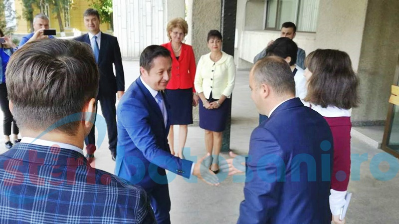 Ministrul Tineretului și Sportului, întâlnire cu autoritățile locale din Botoșani - FOTO