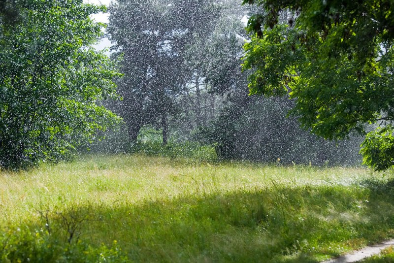 Minivacanta de 1 iunie vine cu vreme deosebit de calda, dar si furtuni cu descarcari electrice