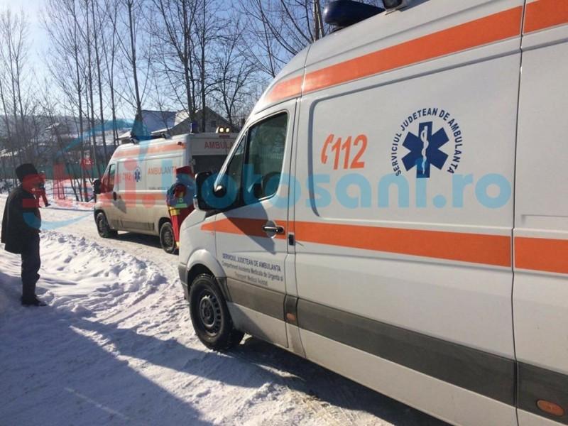 Minoră accidentată, după ce o maşină s-a răsturnat pe drumul Botoşani-Truşeşti
