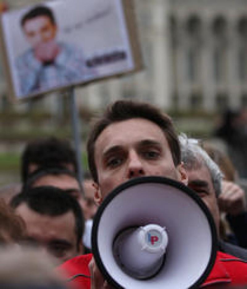 Mircea Badea si Antena 3, condamnati in prima instanta sa sa plateasca daune morale de 25.000 de lei unui scriitor