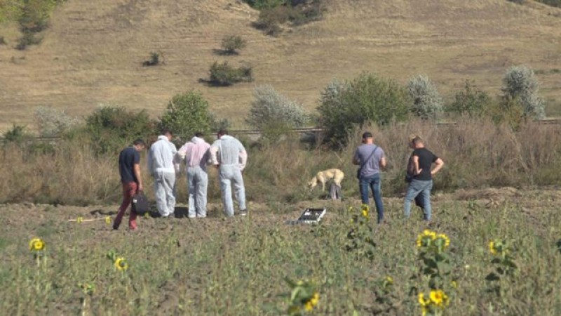 Moarte suspectă în comuna Roma. Un bărbat de 63 de ani a fost găsit fără suflare pe un câmp!